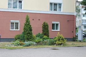 У здания администрации Железнодорожного района